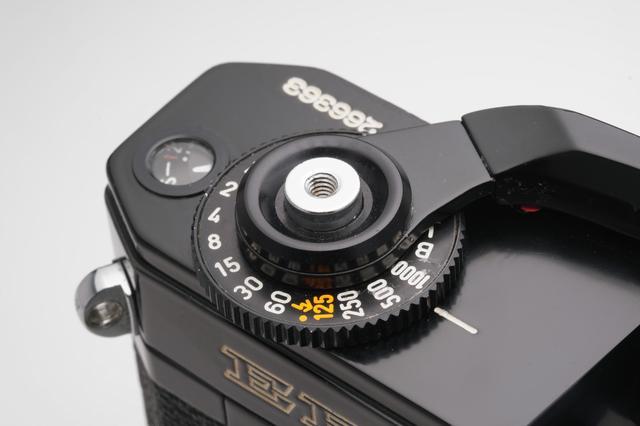 画像: キヤノンEFのシャッタースピードダイヤルとシャッターボタン。