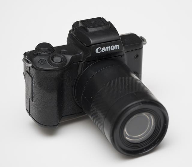 画像: Canon EOS Kiss M(ブラック)シャッターサウンド+EF-M55-200mm F4.5-6.3 IS STM