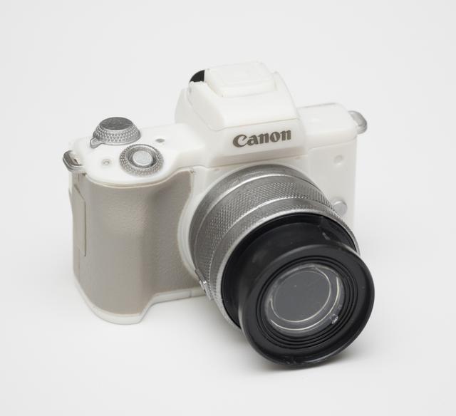画像: Canon EOS Kiss M(ホワイト)フラッシュライト+EF-M15-45mm F3.5-6.3 IS STM