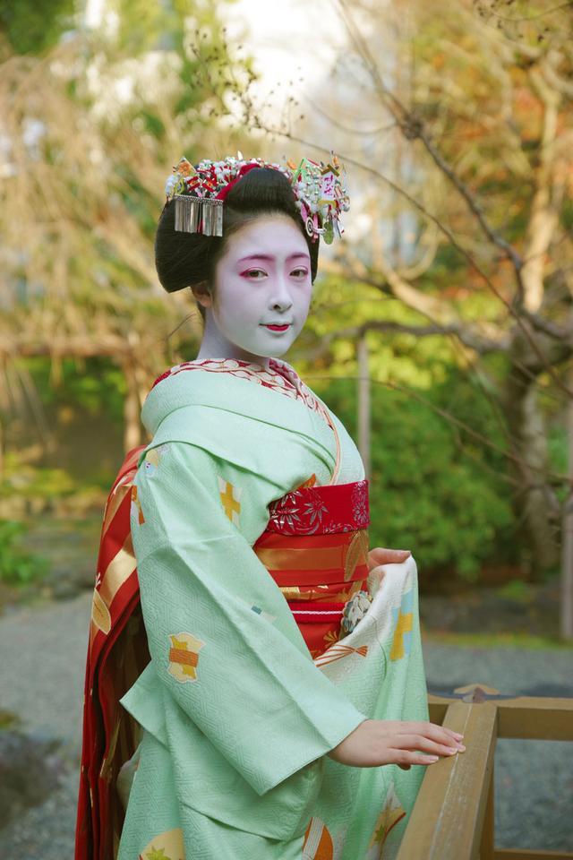 画像: 透明感のある舞妓さん1年生の小晶(こあき・宮川町)さんが被写体です。