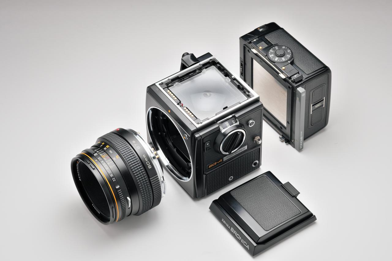 画像: レンズ、ファインダー、フィルムバック、ファインダースクリーンが交換可能。