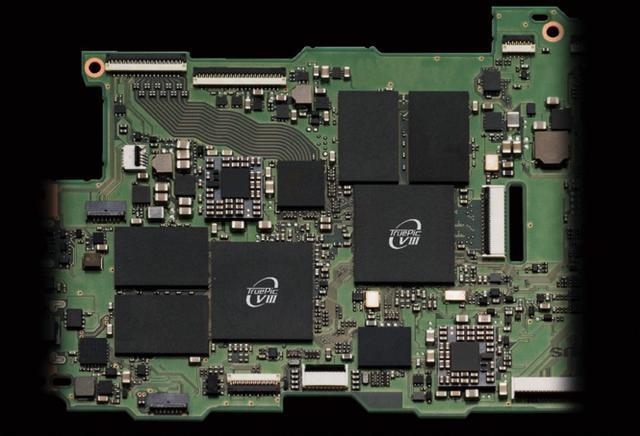 画像: 映像エンジンはTruePic VIIIを2基搭載する。