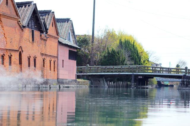 画像: 冬はこたつ舟で川下り!