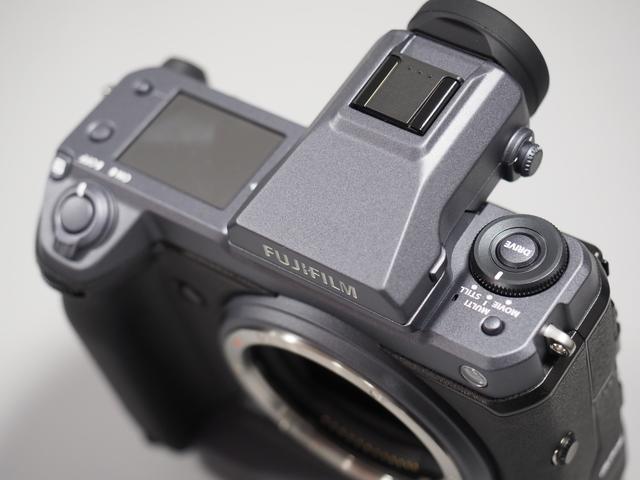 画像: ▲ドライブダイヤル(写真右)で静止画と動画を瞬時に設定切り替えができるという。