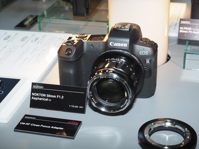 画像: ▲VM-RF Close Focusアダプターでノクトン 50mm F1.2を装着しキヤノンEOS R。