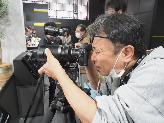 画像: ▲「伝説のノクト」NIKKOR Z 58mm f/0.95 S Noctを体験中!