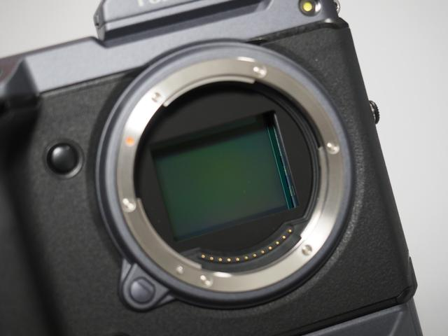 画像: ▲中判デジタル初の裏面照射型のCMOSセンサーを搭載。