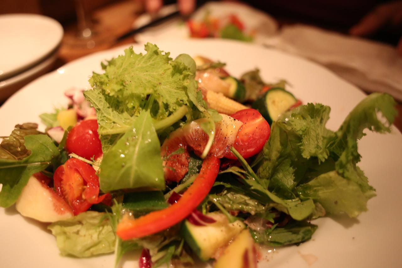 画像1: 旬の果物を使ったサラダは絶対食べてほしかぁ!