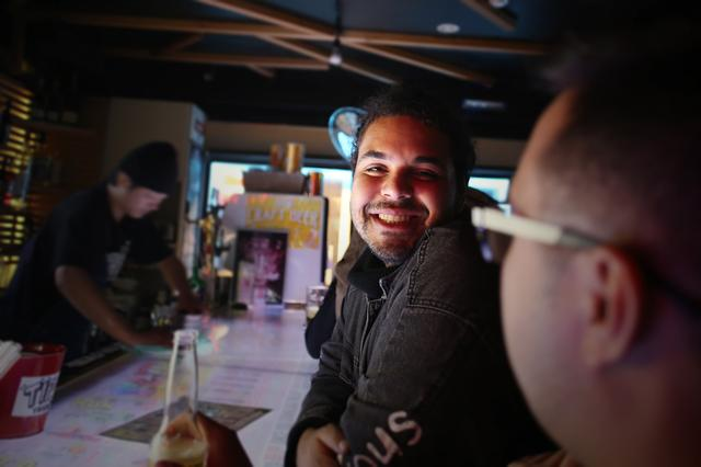 画像2: 路面店で開放的なバーやけん〜カモーン!