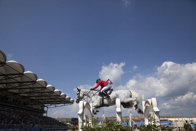 画像1: 残あり!!   スポーツ写真家 中西祐介プロが指導する 『障害馬術撮影セミナー』を開催します! 6月上旬、那須トレーニングファームにおいて、国内の大会では最も大きな障害馬術の大会『那須グランドホースショー』が開催されます。美しい馬体を、迫力ある馬の飛翔姿を、カメラでとらえてみませんか? 指導するのはオリンピックを始め、数々の世界のスポーツ競技を撮っている写真家・中西祐介氏。スポーツを愛する写真愛好家の皆様のご応募、お待ちしております。