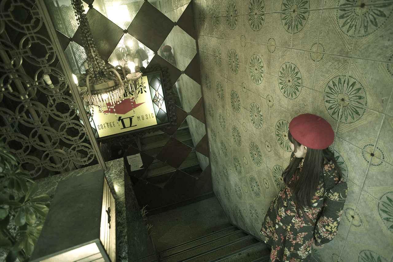 画像2: きらびやかなシャンデリア近くのお席で女子会
