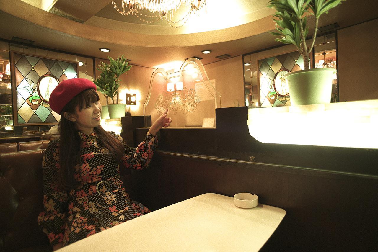 画像5: きらびやかなシャンデリア近くのお席で女子会
