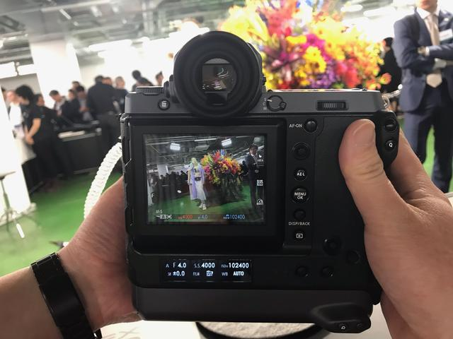 画像2: 富士フイルムは1億2百万画素ラージフォーマットセンサー搭載のミラーレスデジタルカメラ「FUJIFILM GFX100」を正式発表。発売は2019年6月下旬予定!