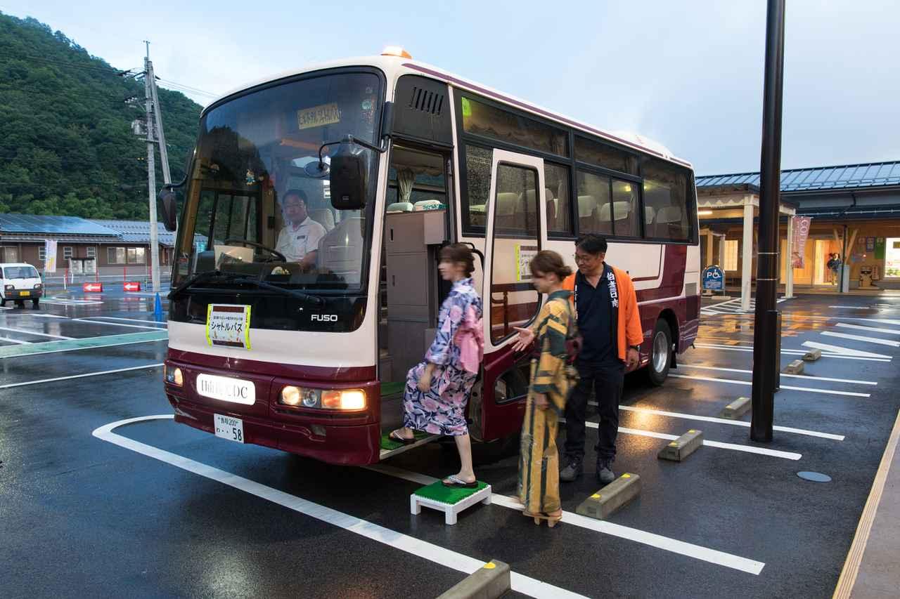 画像: ホタル生息地環境保護のため、積極的なシャトルバスのご利用をお願いしています