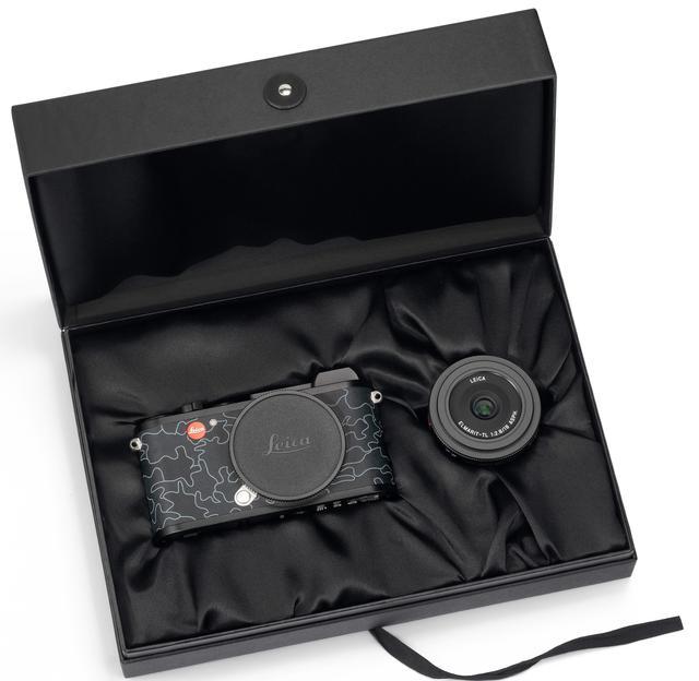 画像: ライカ エルマリート TL f2.8/18mm ASPH.がセットになっている。