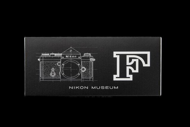 画像: 「ニコンF」の外観図と「F」のロゴの限定パッケージ