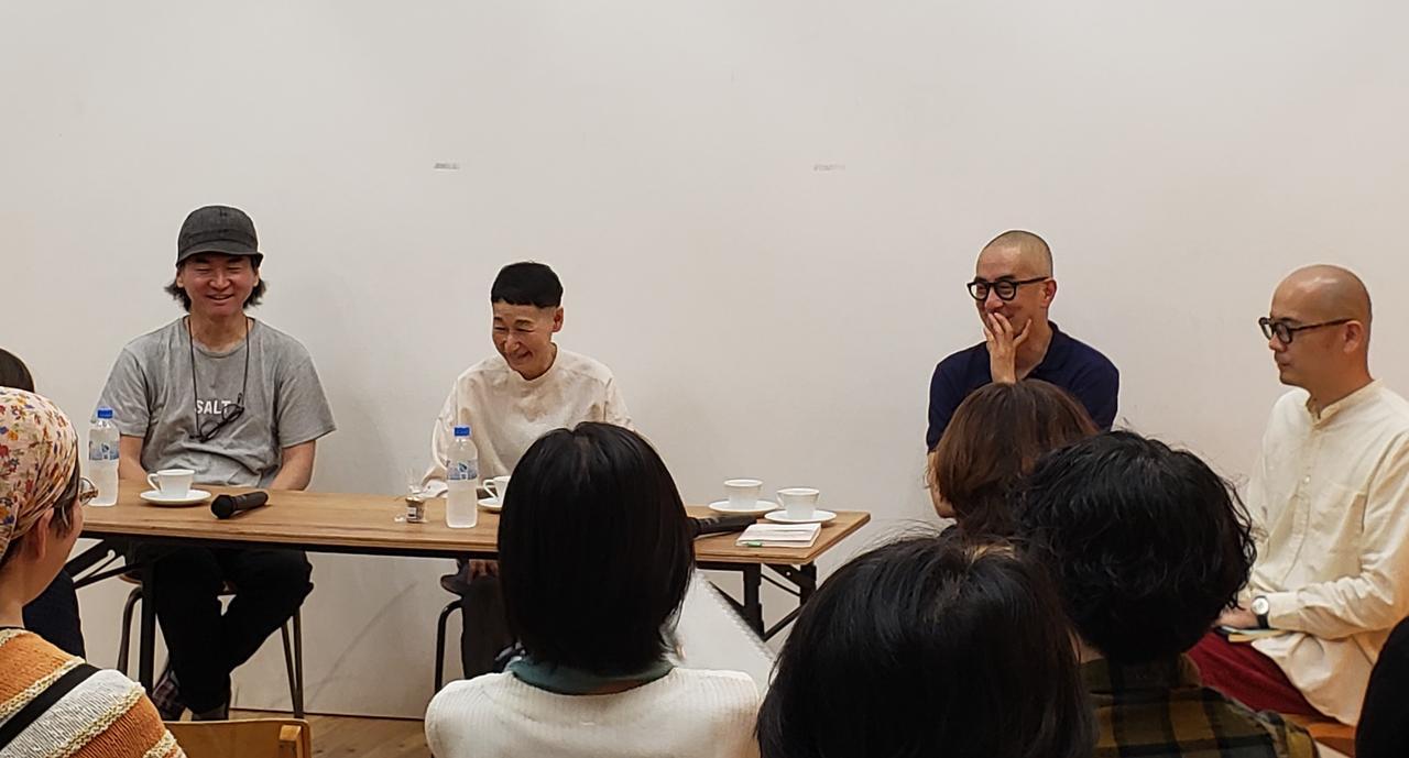 画像: 左から、長野陽一さん、たなかれいこさん、有山達也さん、森岡督行さん