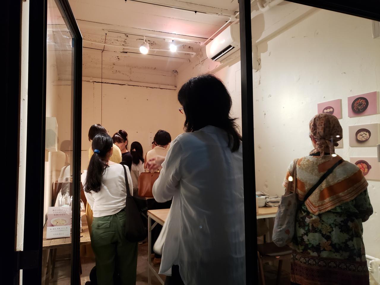 画像: 6月25日(火)~30日(日)まで、東京・銀座にある「一冊の本を売る本屋」森岡書店で、たなかさんの著書の発売を記念したイベントが開催されました。