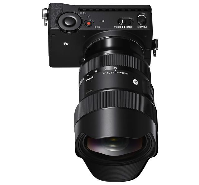 画像: 14-24mm F2.8 DG DNを装着したfp