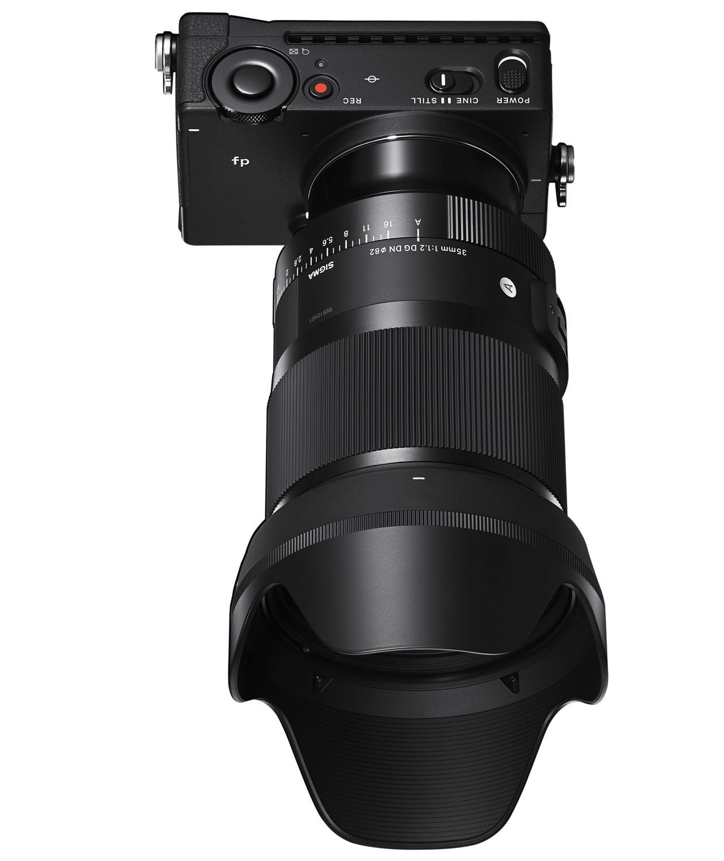 画像: 35mm F1.2 DG DNを装着したfp