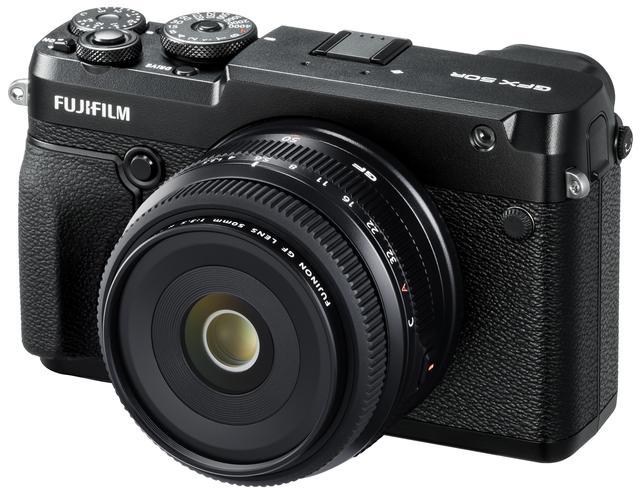 画像: GFX 50Rに装着したGF50mmF3.5 R LM WR