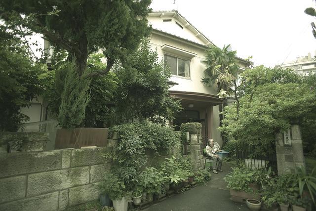 画像1: 住宅街にひっそりとたたずむ伝説の足跡