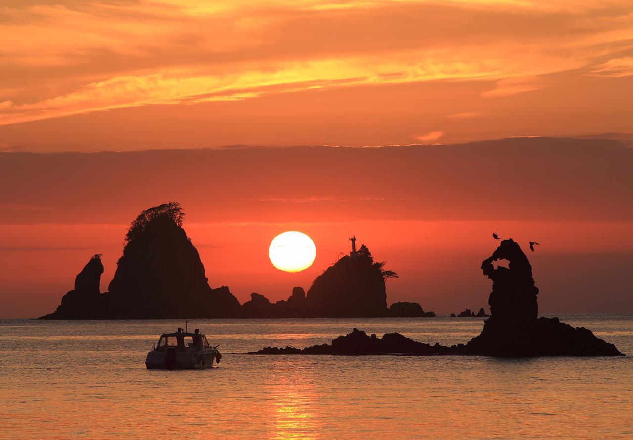画像: 大田子海岸の夕陽:日本一の夕陽との呼び声が高い、西伊豆随一の夕陽スポット。