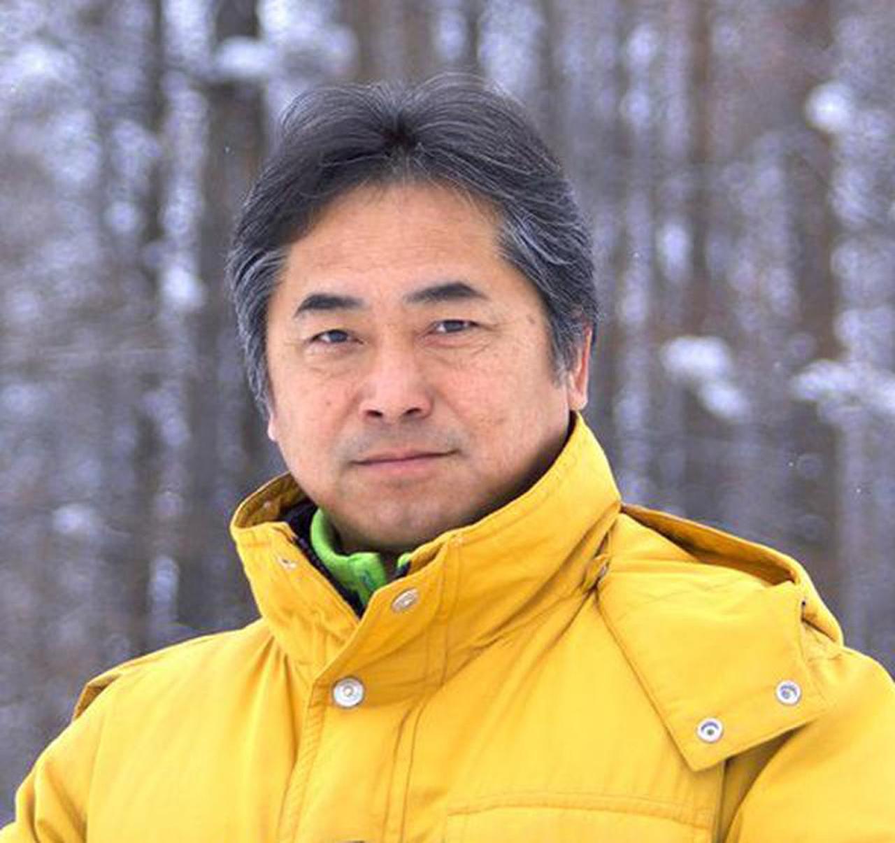 画像: 1959年、北海道生まれ。大学時代より北海道の山を中心に撮影を始める。1996年上富良野町に「NORTH LAND GALLERY」オープン。同時に写真家として独立し現在に至る。丘をはじめとする美瑛・富良野の自然風景を独自の感性で表現し続けている。写真集「風雅」「サンピラー」など著書は70冊以上に及ぶ。