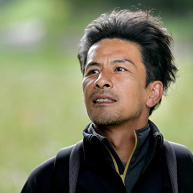 画像: 1971 年東京生まれ。高校生時代に写真家・丸林正則氏と出会い、写真の指導を受ける。東京写真専門学校(現:東京ビジュアルアーツ)中退後、フリーランスとなる。花や自然をモチーフにした作品を発表し続けている。現在は各種雑誌誌面への寄稿や写真教室の講師などでも活躍中。