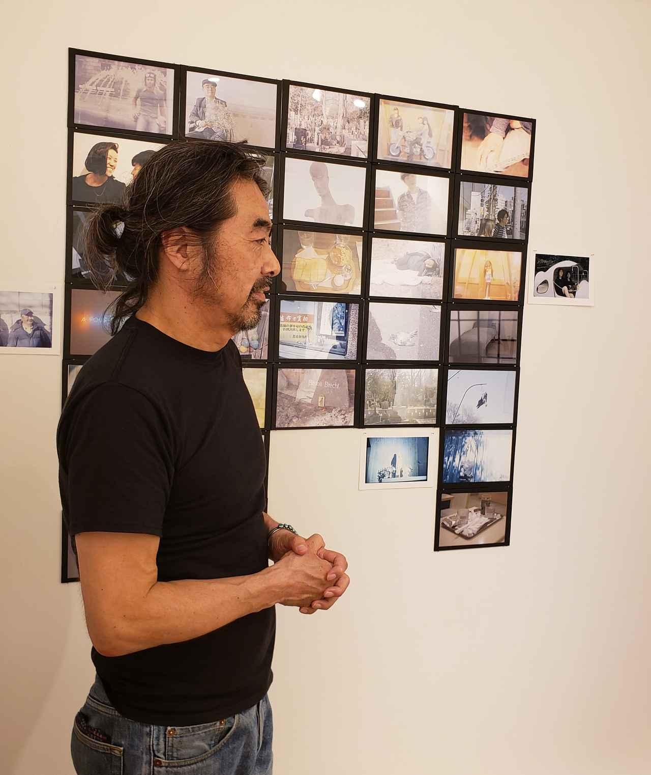 画像: 温かくそして気さくに、写真の話をしてくださった写真家の髙橋恭司さん。 私が10代後半から20代前半にかけて、夢中になって沢山の写真集を手に取り、そしてファッション誌や音楽誌を読んでいた頃、いつもどこかで高橋さんの写真を目にしていた記憶があります。 あれから私の時間も確かに経過しましたが、「LOST 遺失」の作品を拝見していると、過去も今も未来も色んな空間も時間軸も、本当はピタっと現在のその瞬間にしか存在しないような、それでもやっぱり交差しては通り過ぎていくような不思議な感覚を覚えました。