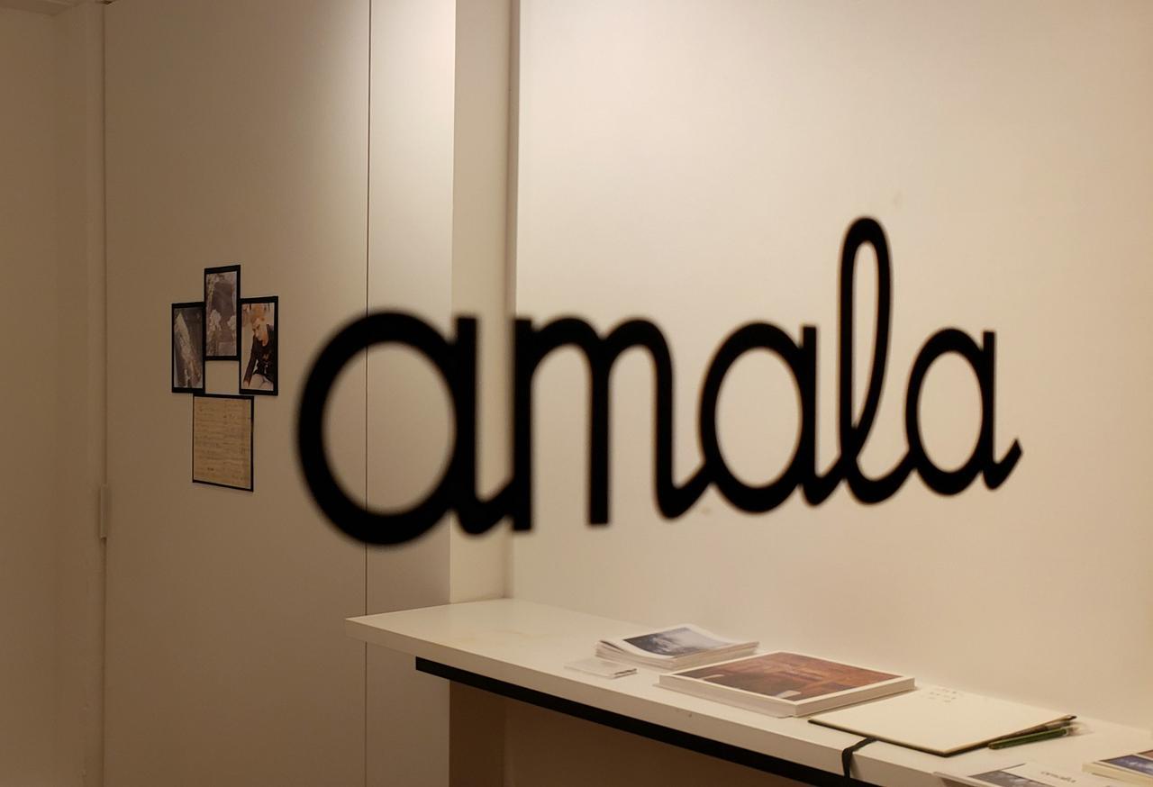 画像: 吉祥寺にあるギャラリー amala (アマラ)は、2016年の開廊以来、国内外の新進気鋭のコンテンポラリー・アーティストの展覧会を開催し、アートブックを出版しています。