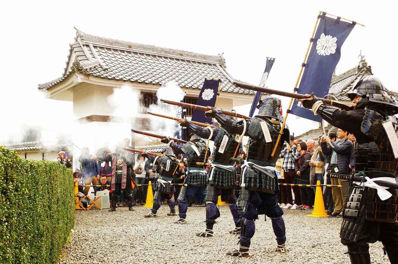 画像: もみじまつり期間には火縄銃演武等の催しも