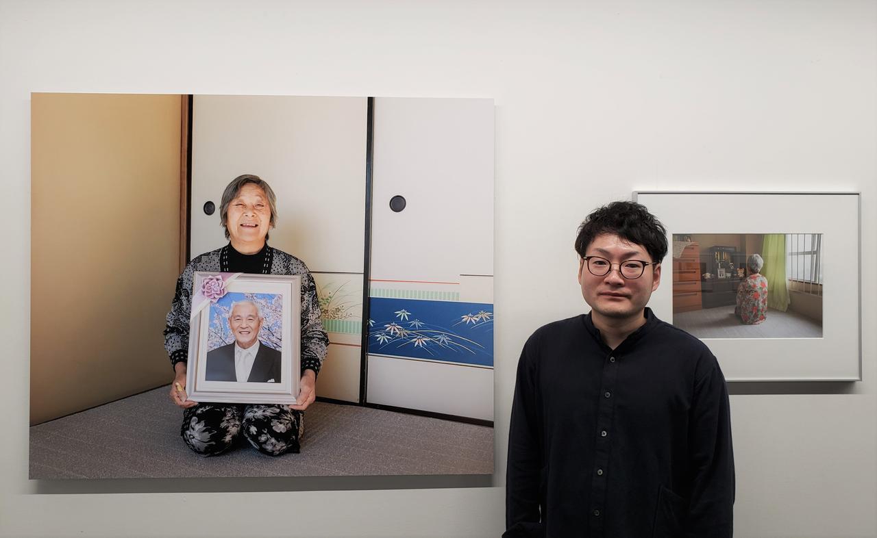 画像: 写真家、藤原昇平さん。大学卒業後、神戸新聞社に入社し昨年退社。新聞記者だった経験を活かしながら、写真を通して自分の思いや考えを伝えていきたいと写真家を志したそうです。
