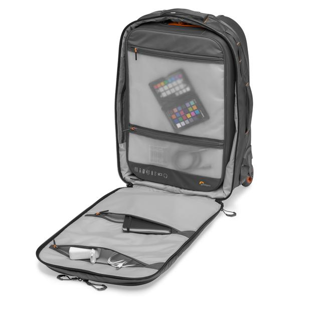 画像10: プロフォトグラファー向けバッグ。機内持ち込み可能サイズで便利!