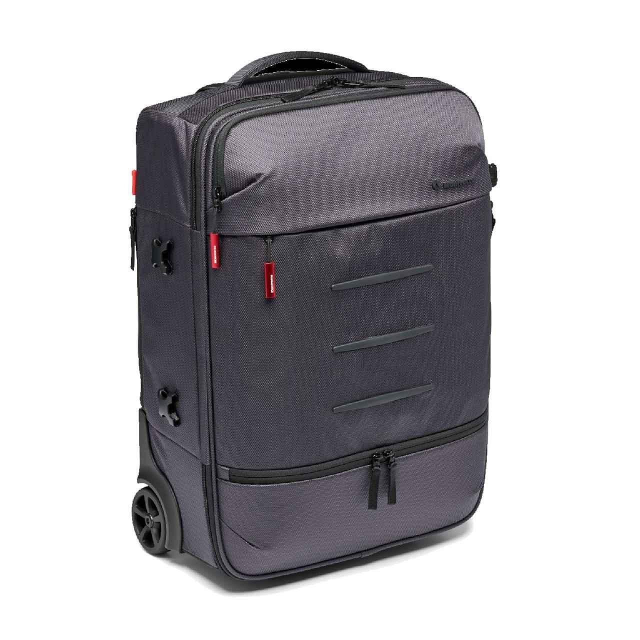 画像: 撮影機材が多く、飛行機などでの移動にも便利なバッグ。