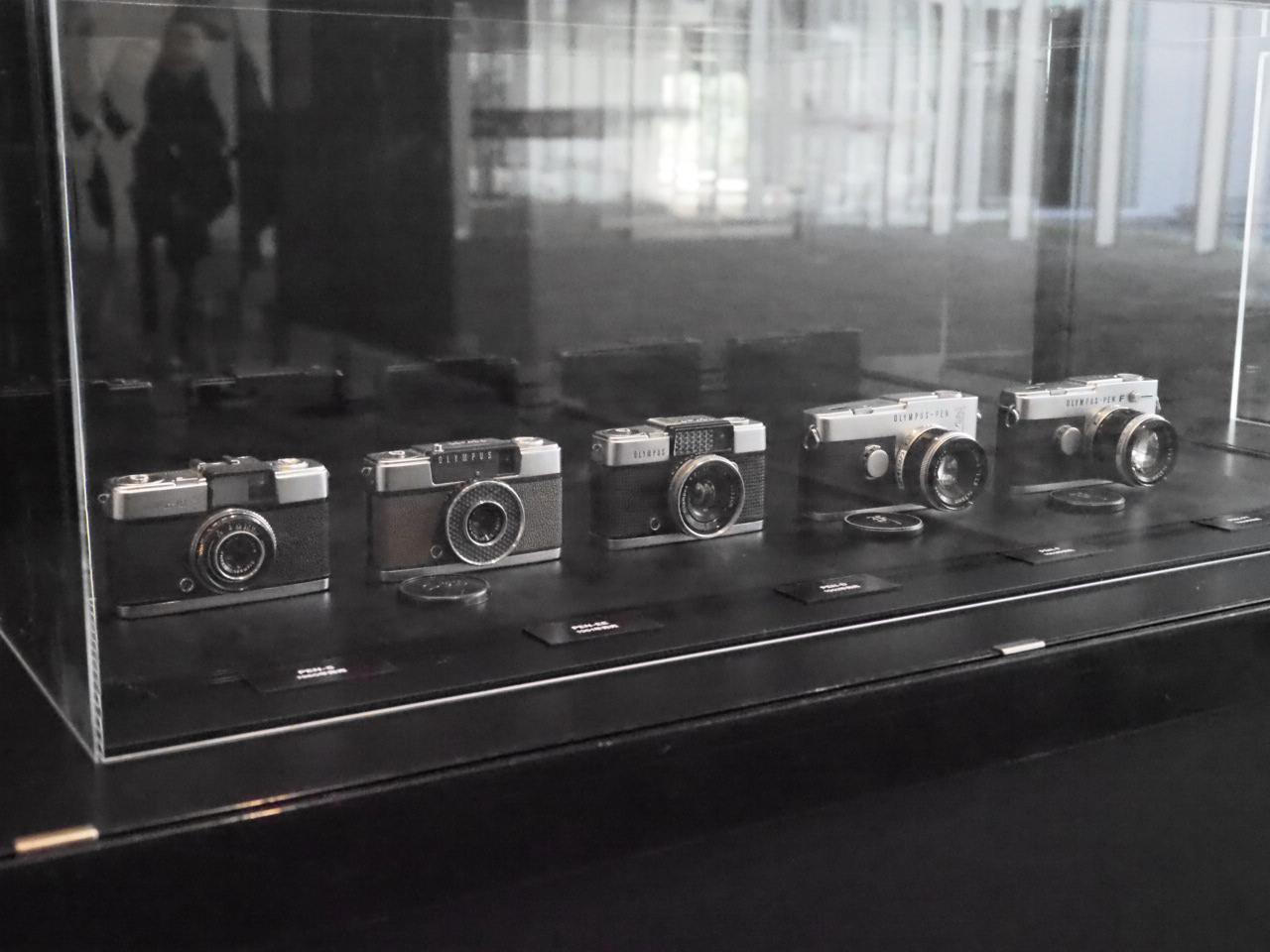 画像2: 「オリンパス100年の歴史」展示コーナー