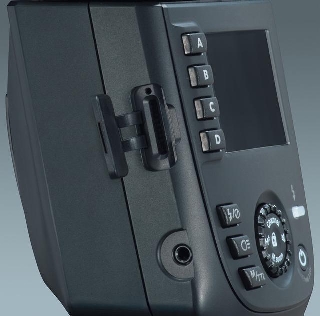 画像: ファームアップ用のマイクロSDカードスロット。