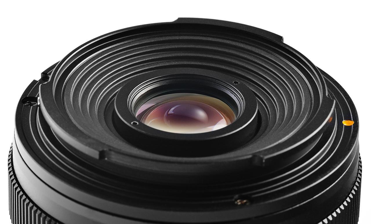 画像: レンズ後端のマウント部分。マニュアルフォーカス専用なので電子接点はない。