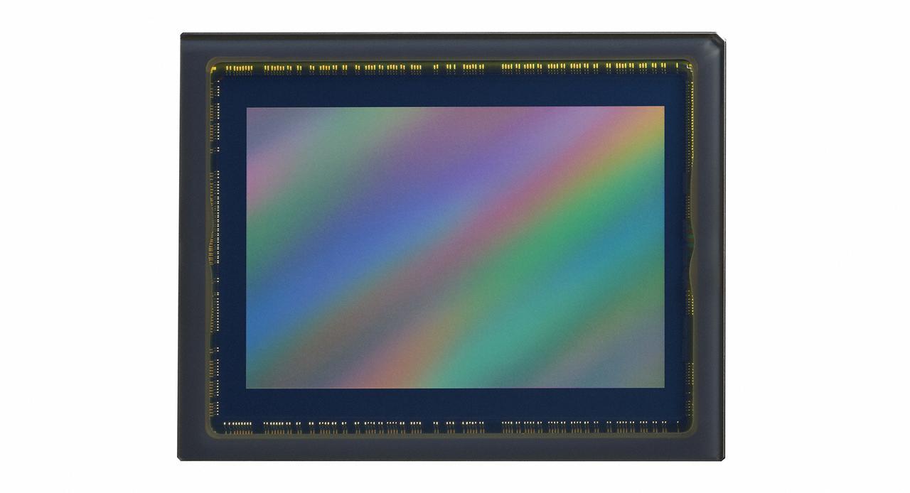 画像: 2450万画素 35.9×23.9mm フルサイズ(FXフォーマット)像面位相差AFを可能にするCMOSセンサー