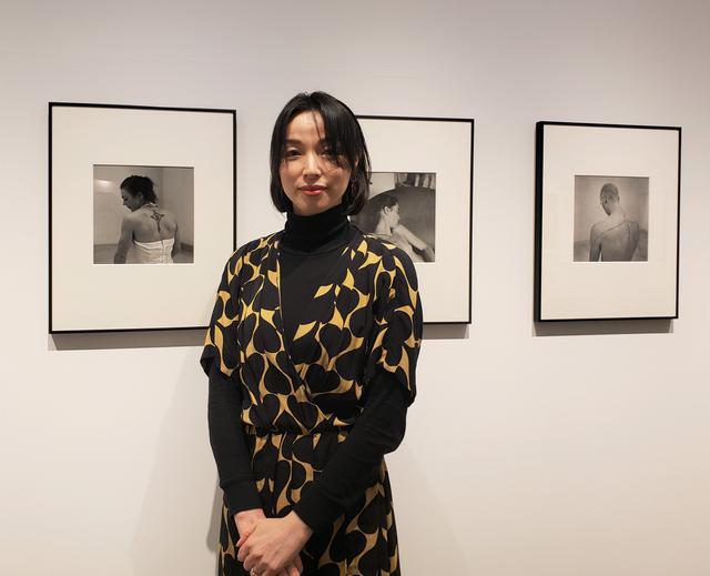 画像: 写真家、文筆家である串田明緖さん。 串田さんは、2008年12月に、クリスマスとニューイヤーをフランス郊外の村にあるサーカス団長の家で家族ぐるみで過ごしたことが、サーカスとのはじめての出会いだったそうです。