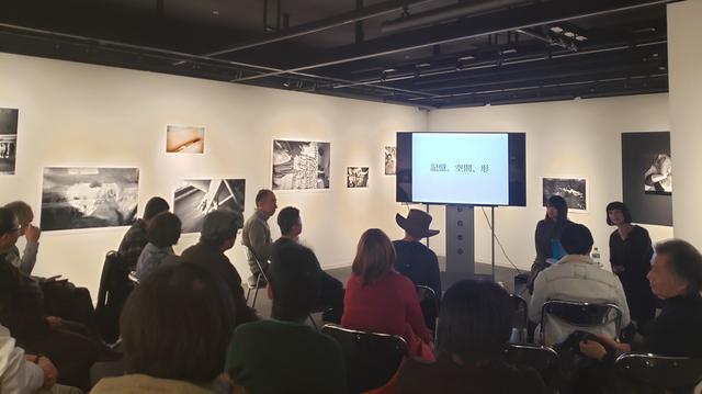 画像: 1月18日(土) に「身体という空間」 というテーマで姫野希美さん(赤々舎ディレクター)と LILY SHUさん(写真家)とのトークイベントが開催されました。一段と寒さを強く感じる日でしたが、多くの方々が来場し、お2人のトークに熱心に耳を傾け、会場からも質問が続き、あっという間の1時間半でした。