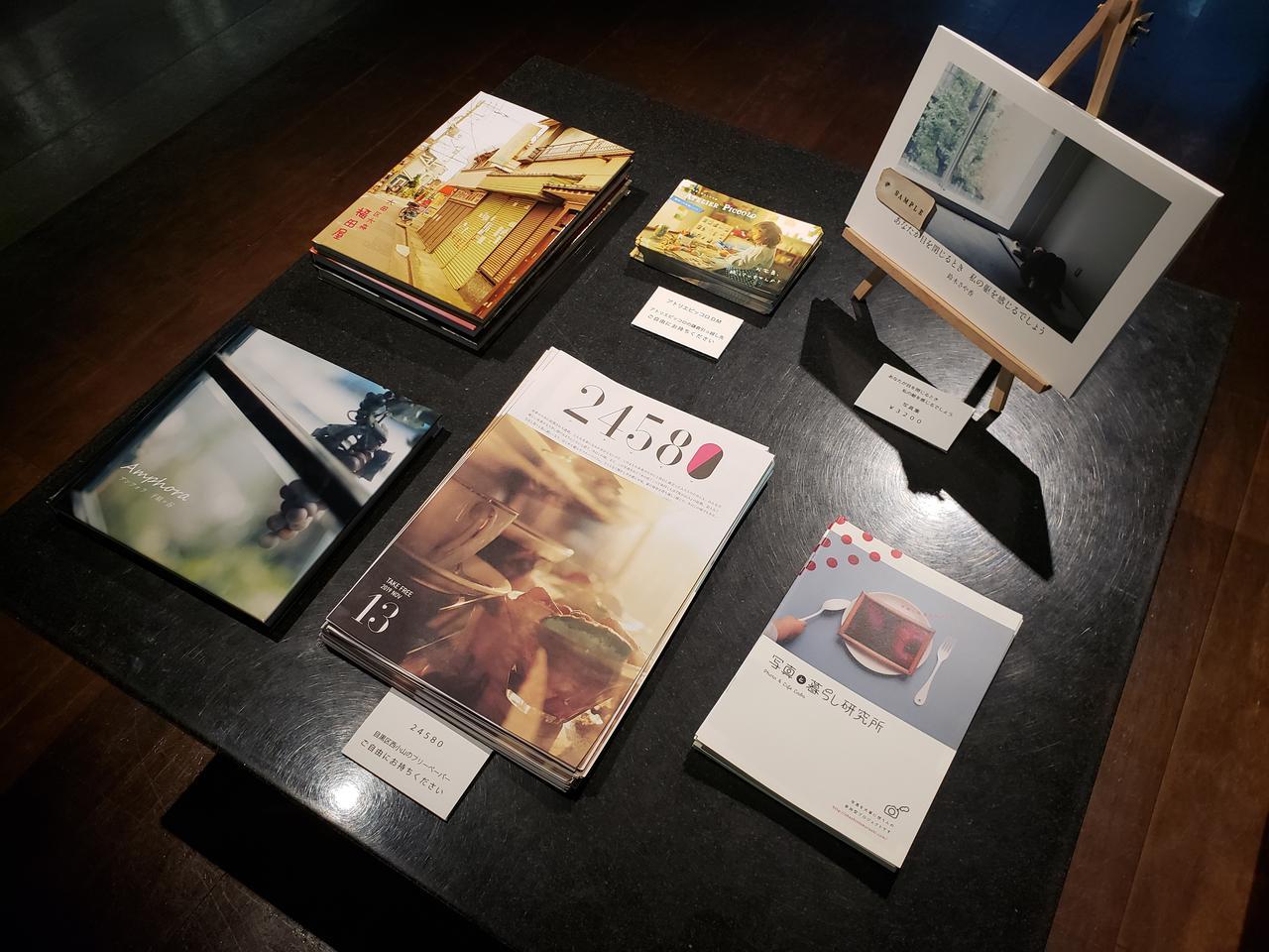 画像: ▲会場では、本展と同タイトルの写真集「あなたが目を閉じるとき 私の躰を感じるでしょう」(3,200円)も販売中です。また写真展にご来場された皆様に、会場と隣接するキヤノンショールームで、鈴木さんが撮影した鎌倉の写真のプレゼントも!
