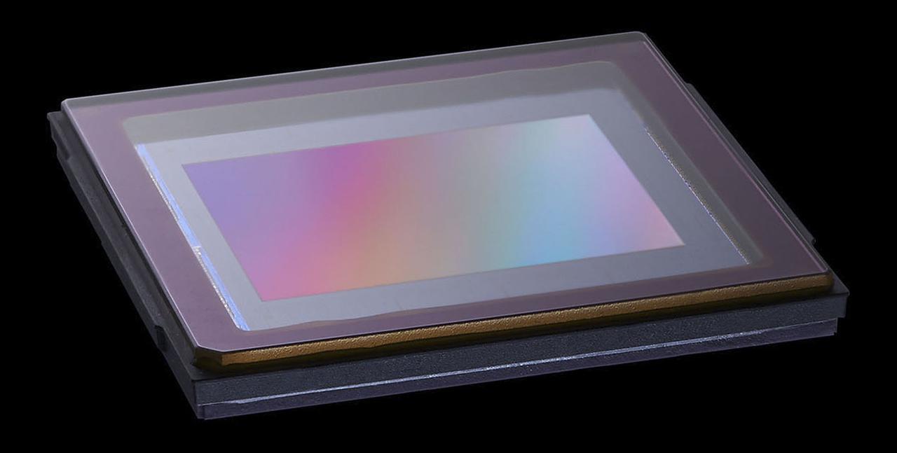 画像: 有効2026万画素、121点オールクロス像面位相差AFの4/3型Live MOSセンサーを搭載