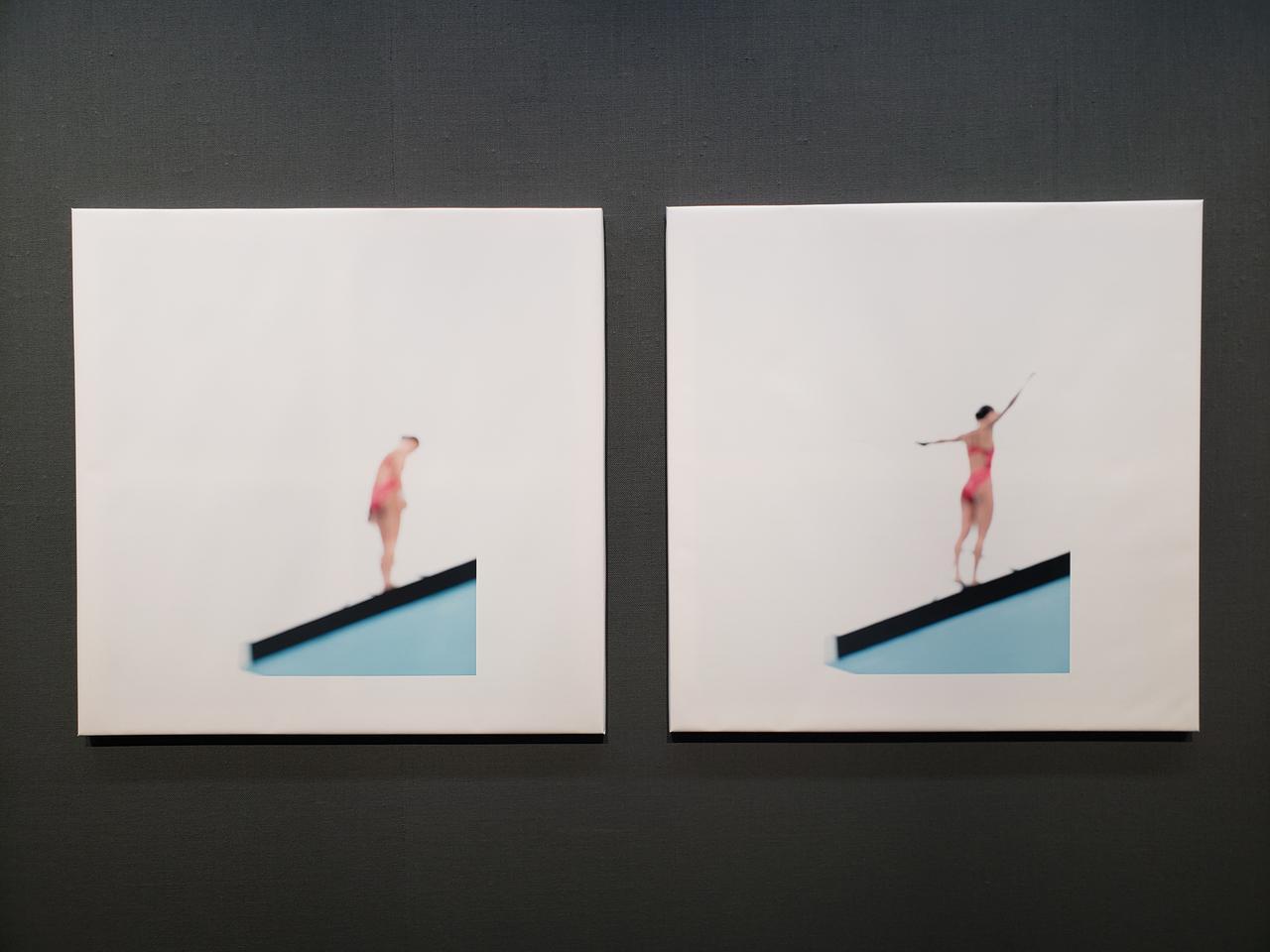 画像: 展示作品より。村井さんは、被写体に対して、自分という存在を気づかれることなく撮影していたい、いつも離れて見ていたいという思いがあるそうです。