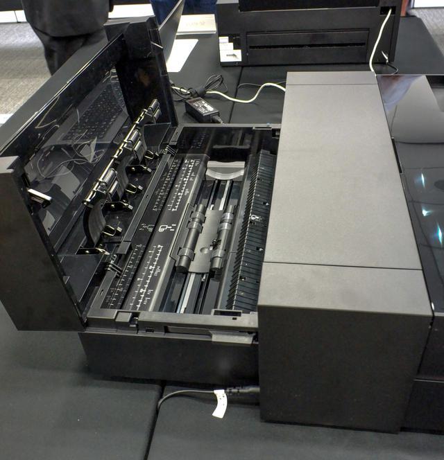 画像: 「置くだけ」のロール紙ユニットを内蔵(SC-PX1Vのみ。SC-PX1VLはオプション)
