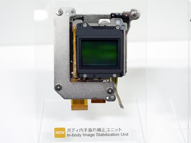 画像1: X-T4はX-H1のボディ内手ブレ補正機能を改良して搭載!