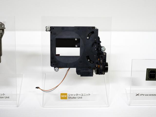 画像2: X-T4はX-H1のボディ内手ブレ補正機能を改良して搭載!