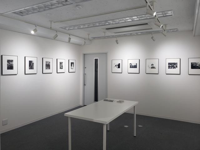 画像: 会場風景。写真に写っているのは1968年から69年にかけての「過去」だけれど、その「過去」がどのように見えるかは「いま」しか体験できないと、過去と現在を重ね合わせて見る試みとして企画された本展。
