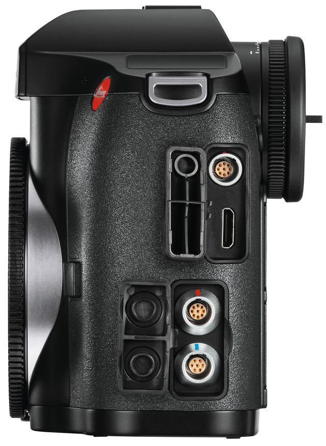 画像: インターフェイスは上からLEMOオーディオ端子、HDMI端子、LEMO USB3.0端子、LEMOリモートコントロール/フラッシュ同調端子