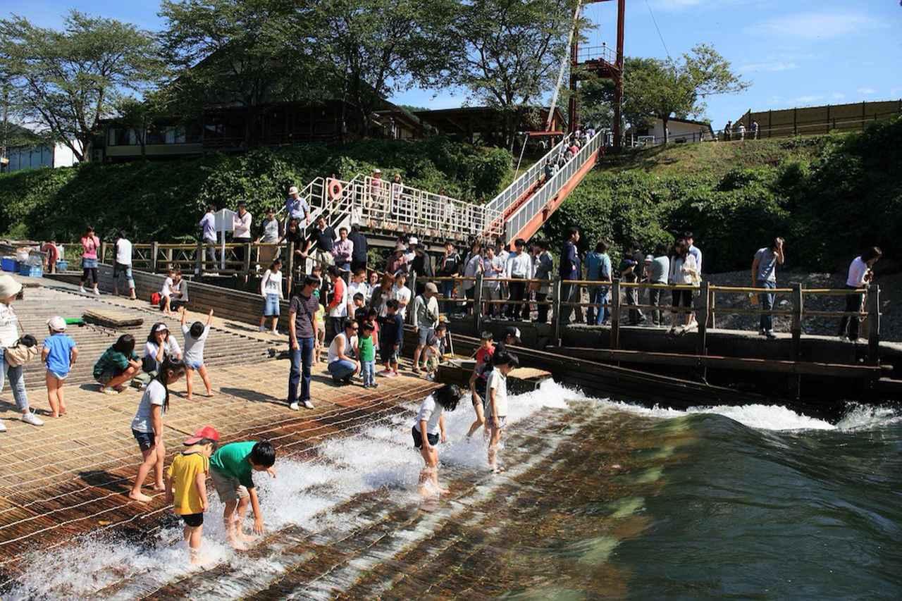 画像: 最上川と直接親しむことができるヤナ場